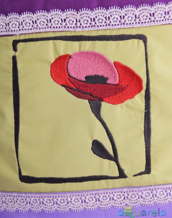 Model floare de mac de pe pernă